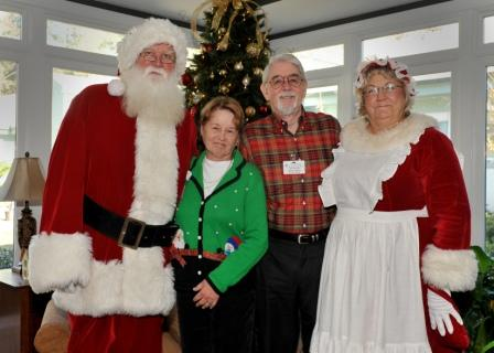 Santa-with-employees-2012